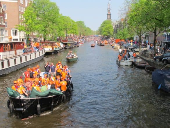 How to rent a boat in Amsterdam