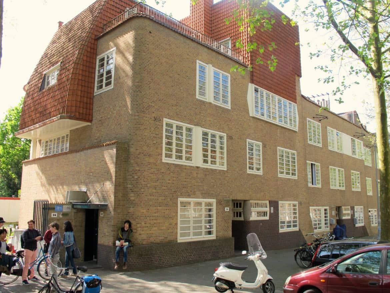 Social housing in Amsterdam School style: P.L. Takstraat, De Pijp-south