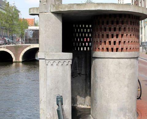 Amsterdam school style pissoir