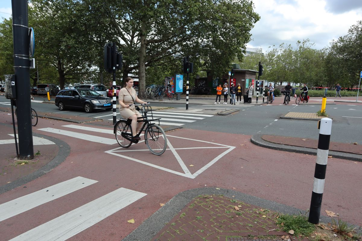 cycling in Amsterdam rules