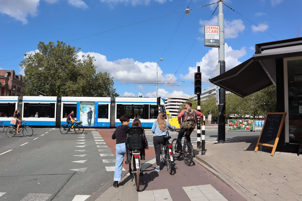 Stadhouderskade bikes traffic lights